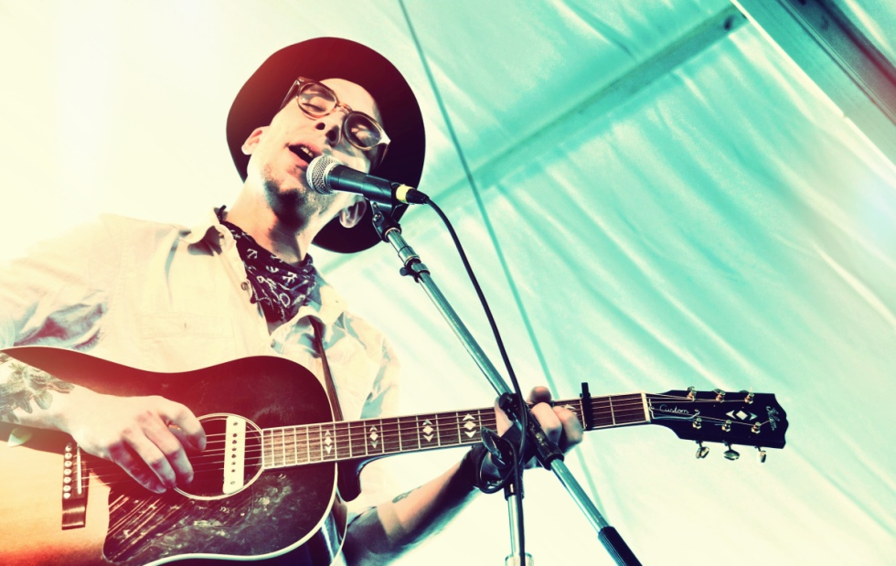 Justin Townes Earle at Newport 2011 - Photo by Richard Kluver/grass clippings